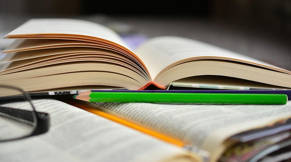 book-2158704_960_720