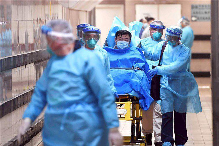 Teerã Iran 09 03 2020 -Paciente é trasportado no hospital em Teerã infectado com o Coronavus/Twitter